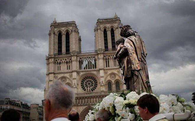 Празднование Успение Богородицы в Франции
